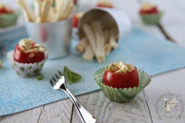 finger food; pomodorini, sedano rapa e colatura di alici