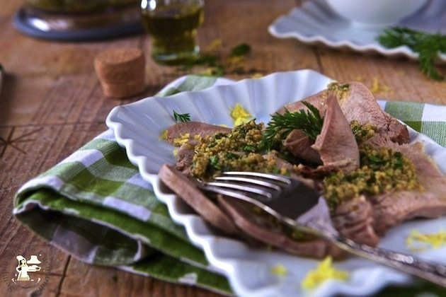 lingua di vitello con salsa di alici - come cuocere e condire la lingua di vitello