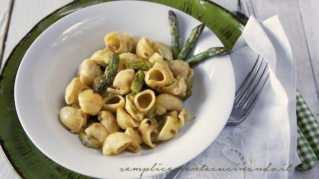 ricetta della pasta risottata con asparagi e pecorino