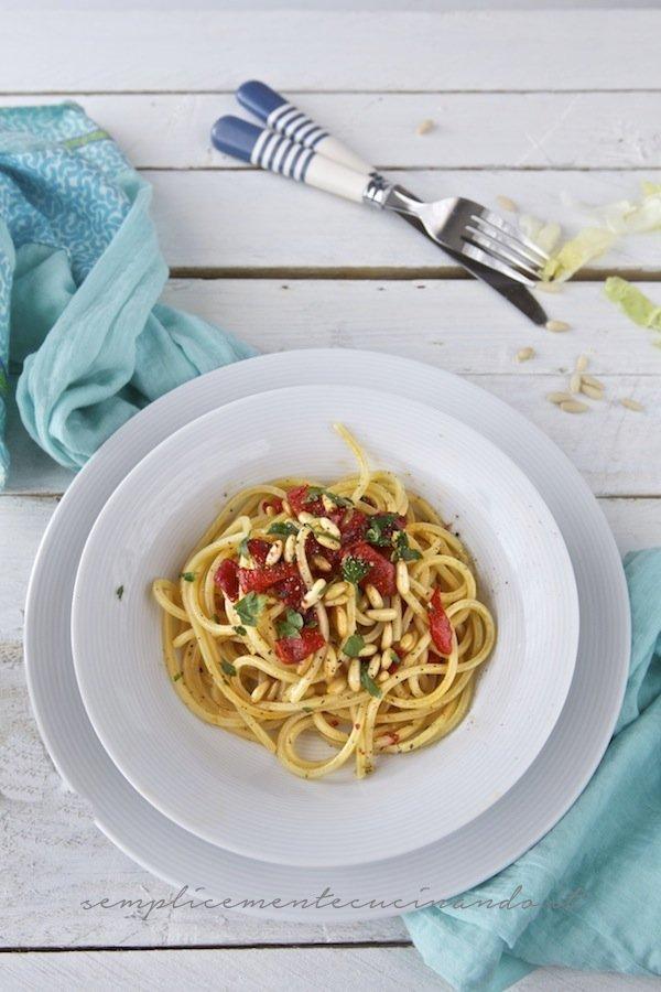 spaghetti peperoni pinoli