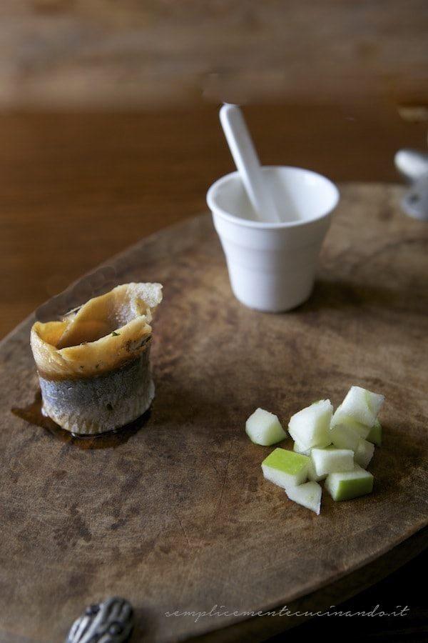 ingredienti per aringa affumicata e mela verde