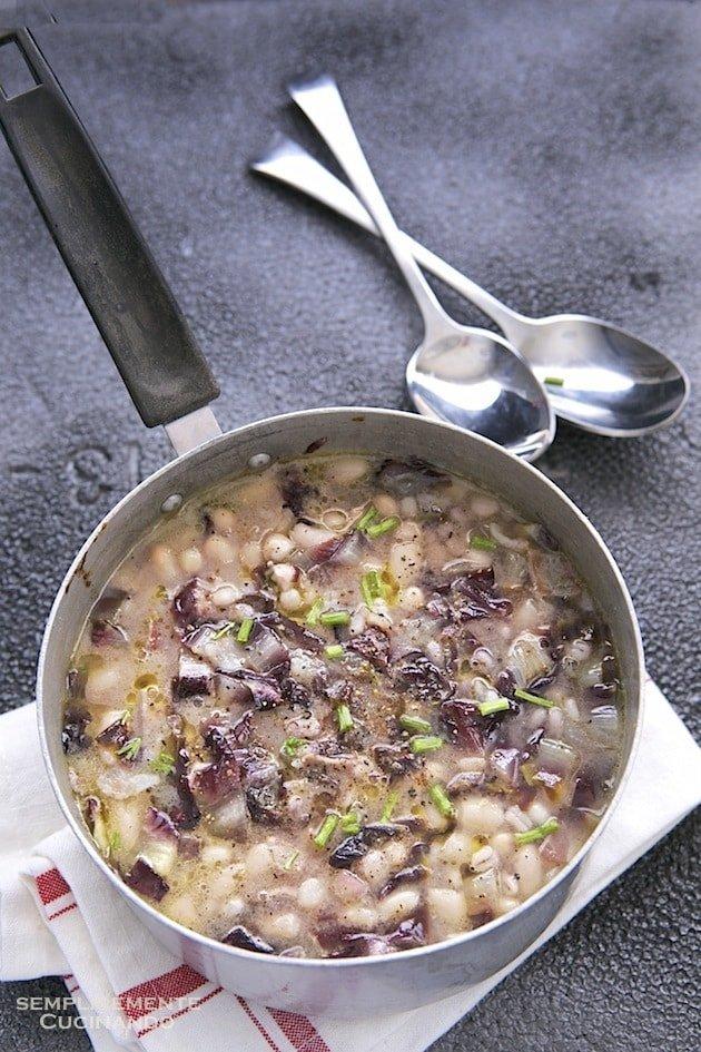 zuppa di fagioli orzo e radicchio rosso