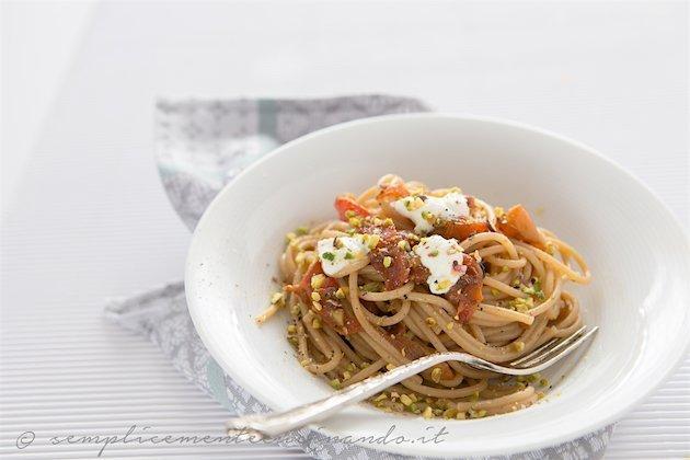 spaghetto quadrato integrale peperoni ricotta