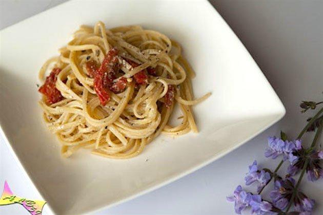 linguine peperoni ricotta pistacchi