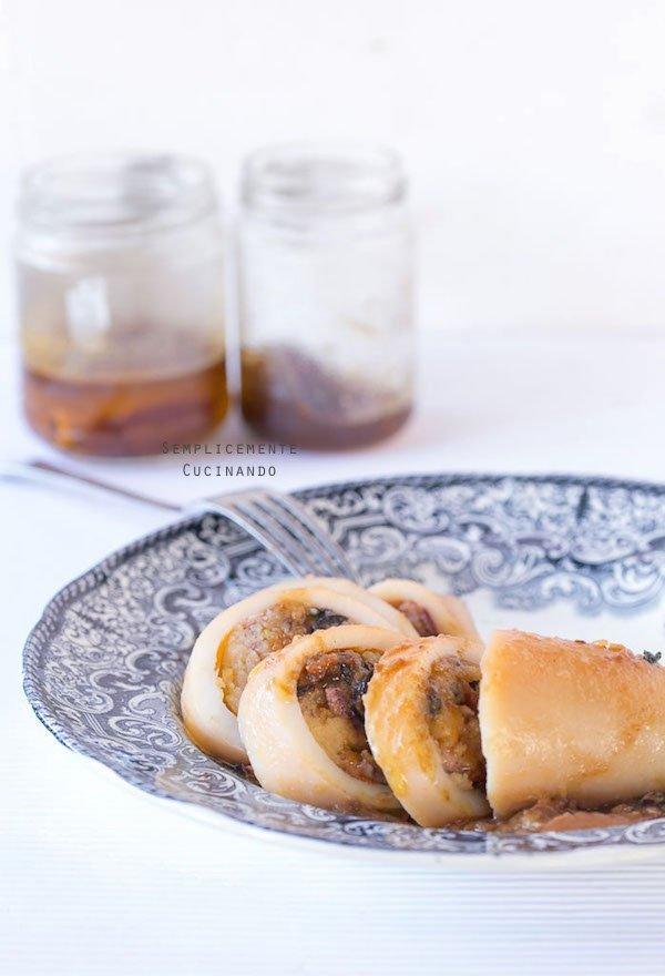 La ricetta dei calamari ripieni di patata, olive e pomodori rossi secchi