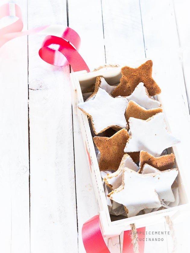 zimtsterne i biscotti di Natale e Buon Natale