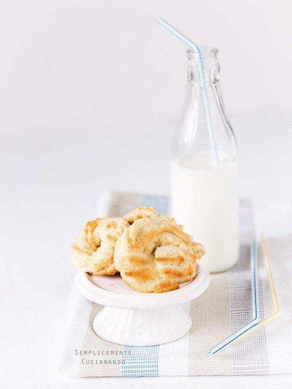 la ricetta dei biscotti farro e mandorle