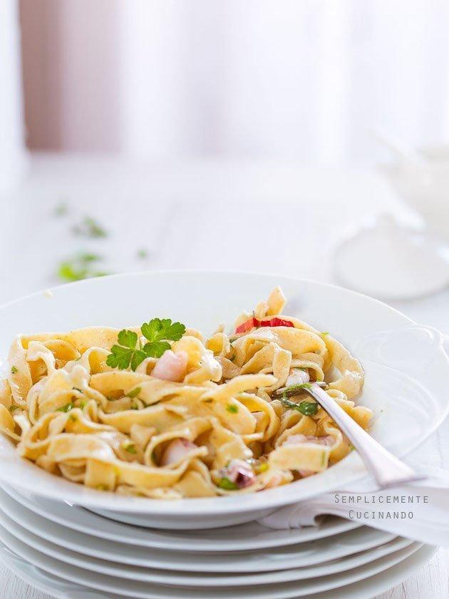 La ricetta delle tagliatelle e calamaretti spillo