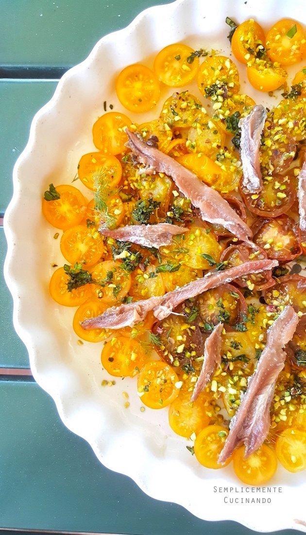 tarte tatin pachino gialli alici e pistacchio