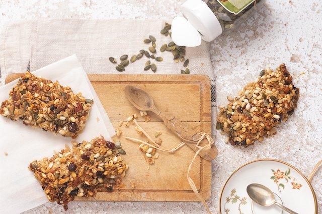 La ricetta per fare a casa le barrette cereali e semi